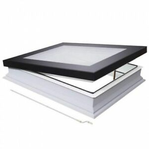 Strešné okná s čiernym rámom