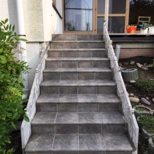 Šalovanie schodov do domu s odborným tímom